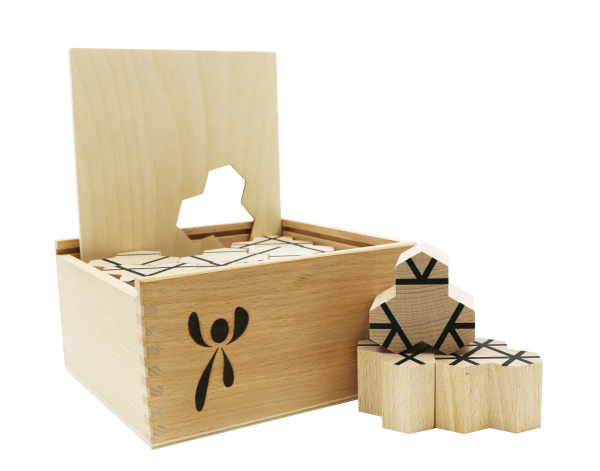 ISYbe Hotz Holzbausteine Framework in der Holzkiste mit dem geometrischen Puzzle